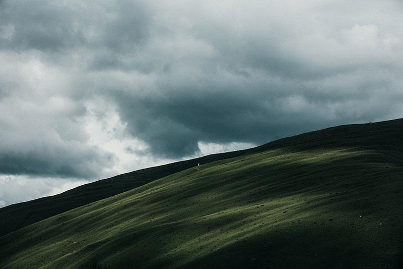曇りの大地